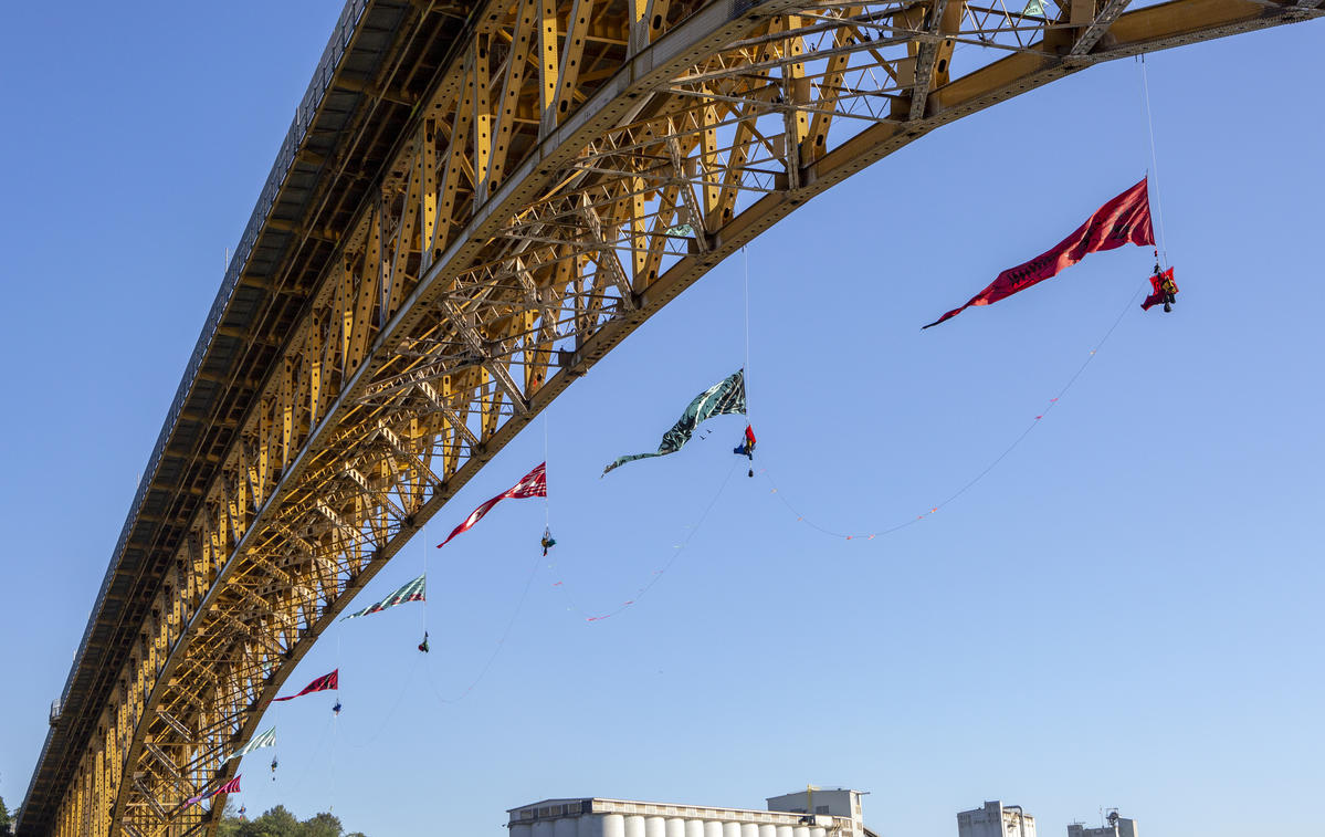 Bridge Blockade in Vancouver © Greenpeace / Tim Aubry