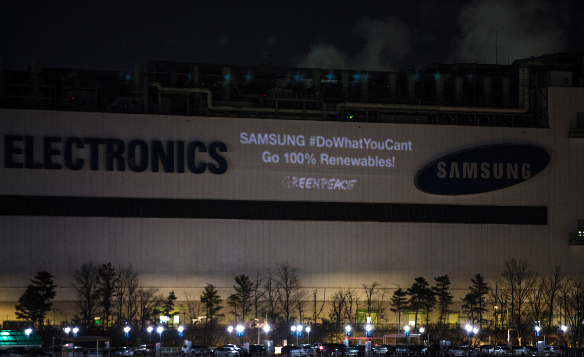Projection Action in Korea for Samsung to Commit to Clean Energy © David Jaemin Byun / Greenpeace