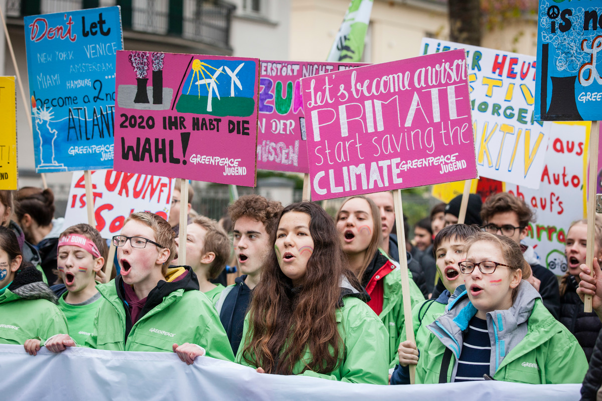 Kids for Earth Demonstrate at COP23 in Bonn © Bernd Lauter / Greenpeace