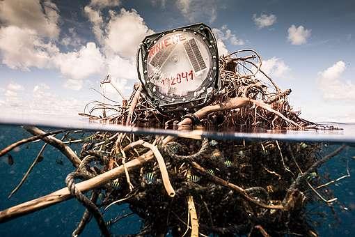 Radio Beacon Attached to FAD © Pierre Baelen / Greenpeace
