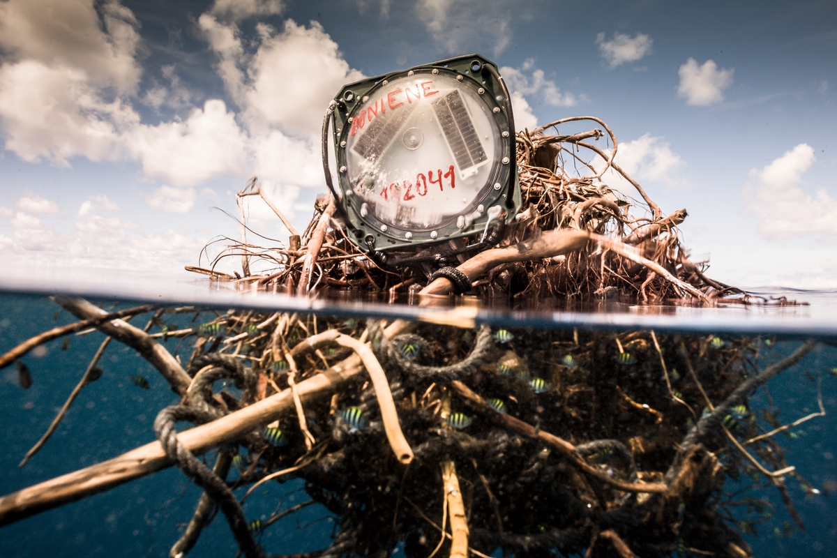 Radio Beacon Attached to FAD © Pierre Baelen / Greenpeace