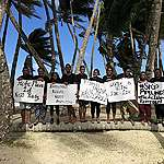 """Activists """"Flood"""" Beach to Protest Pipelines in Fiji"""