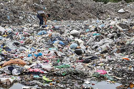 Plastic waste dumped in Malaysia © Greenpeace
