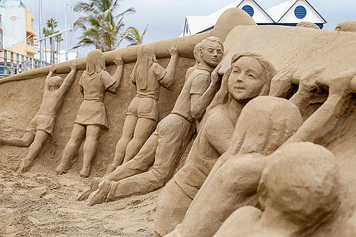 Sand Sculpture for Solar Paradise Project in Gran Canaria © Sergio Bolaños / Greenpeace