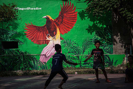 Wings of Paradise mural in South Jakarta © Jurnasyanto Sukarno / Greenpeace