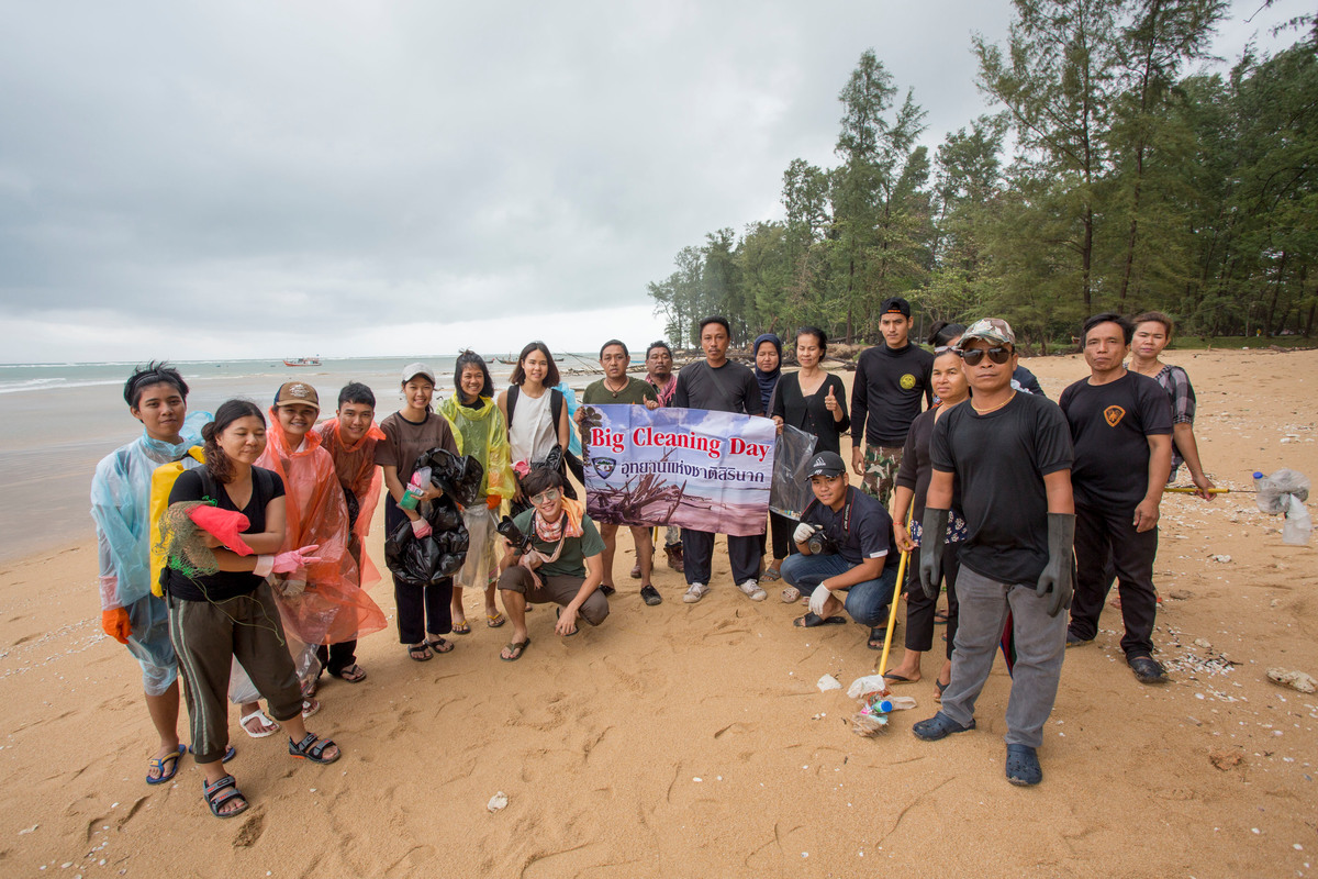 Beach clean-up activity in Phuket, Thailand. © Chanklang Kanthong