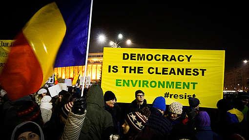 Protest to Support Democracy in Romania © Ionut Brigle / Greenpeace