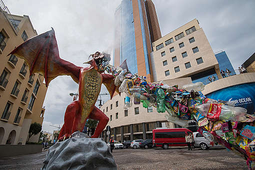 Plastic-Spitting Dragon Protests at Our Oceans Conference in Malta. © Bente Stachowske / Greenpeace