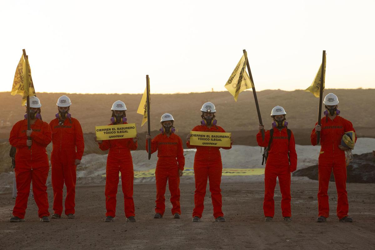 Stop Fracking Patagonia Action in Vaca Muerta © Sebastian Pani / Greenpeace