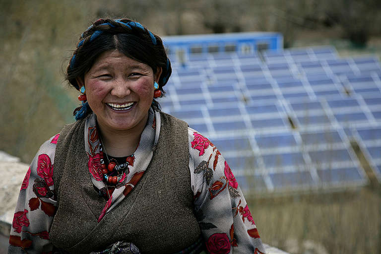 Tibetan Woman with Solar Panels, Everest Expedition © John Novis / Greenpeace