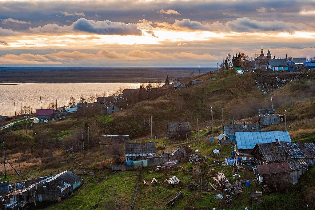 Novikbozh village © Igor Podgorny / Greenpeace