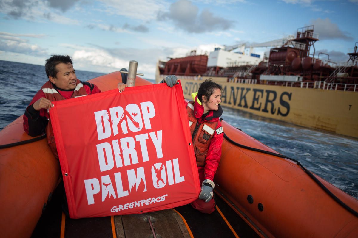 Dirty Palm Oil Protest against the Stolt Tenacity in the Atlantic Ocean © Jeremy Sutton-Hibbert / Greenpeace