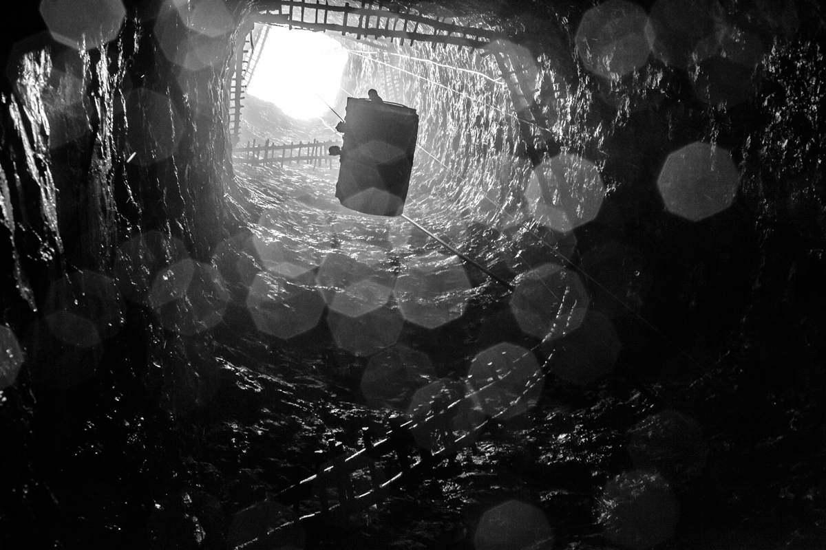 Suzanne Lee's photography series 'Minor Miners' documents the hazardous working conditions of children forced to work in coal mines in in Jharia, a small town in Jharkhand, India, due to extreme poverty and displacement. © Suzanne Lee