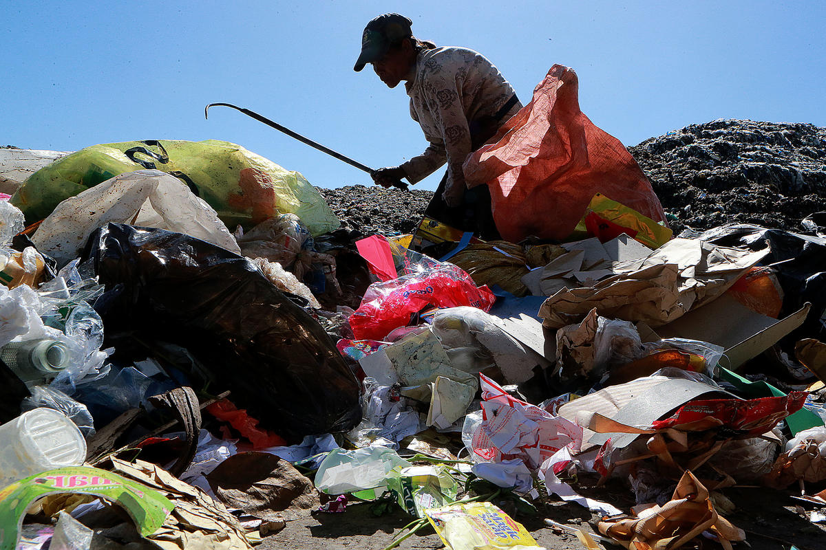 Waste Picker at Waste Dump in Dumaguete, Philippines. © Anonymous
