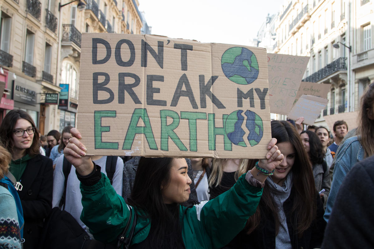 Thousands of Students March for Climate in Paris. © Elsa Palito / Greenpeace
