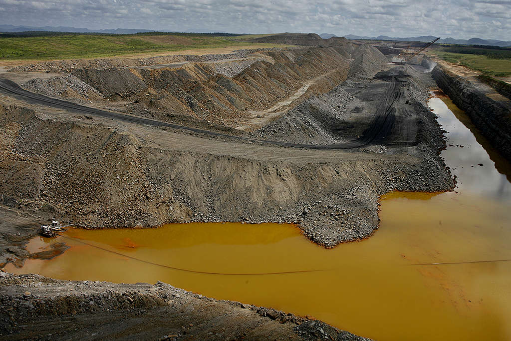 Open Cut Coal Mine in Australia © Dean Sewell / Greenpeace
