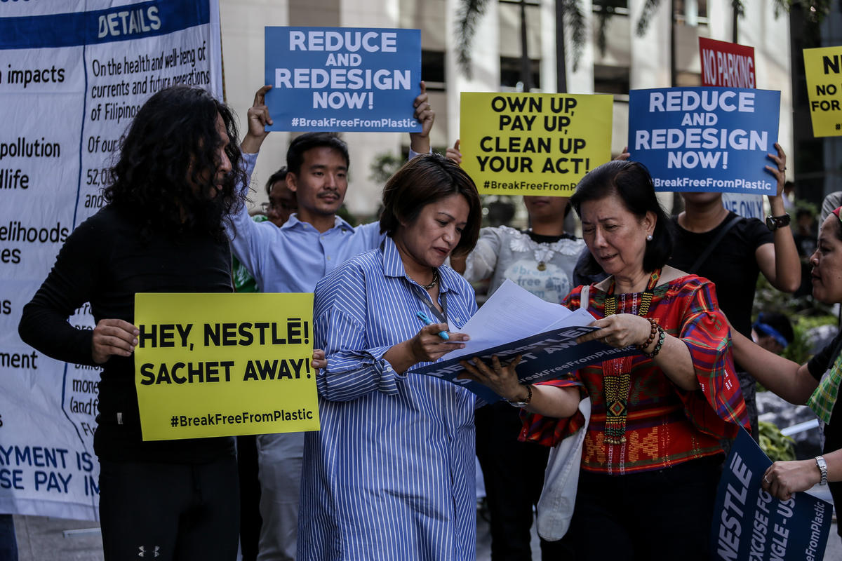 Activists March At Nestle HQ in the Philippines © Basilio H. Sepe / Greenpeace