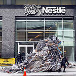 Plastic Monster Visits Nestlé in Virginia. © Tim Aubry / Greenpeace
