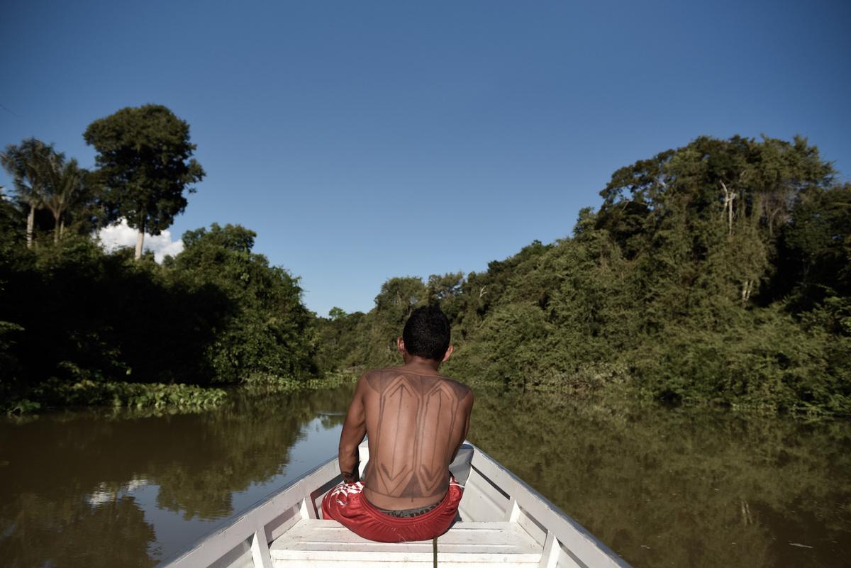 Munduruku Fishing on Lake Leonardo in the Amazon. © Anderson Barbosa / Greenpeace