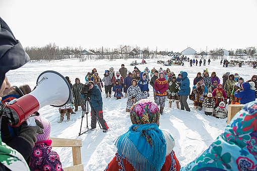 Indigenous People Oppose Oil Drilling on Reindeer Herder Day in Siberia © Daria Karetnikova / Greenpeace