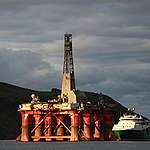 Greenpeace Climbers on BP Oil Rig Scotland. © Greenpeace