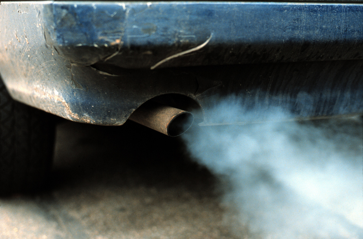 Car exhaust fumes, London © Greenpeace / Maggie Gowan