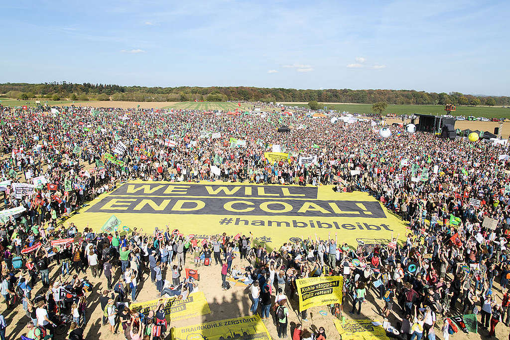 Demonstration for Climate Protection and Hambach Forest. © Bernd Arnold / Greenpeace