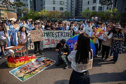 Fridays for Future Student Action in Seoul. © Soojung Do / Greenpeace