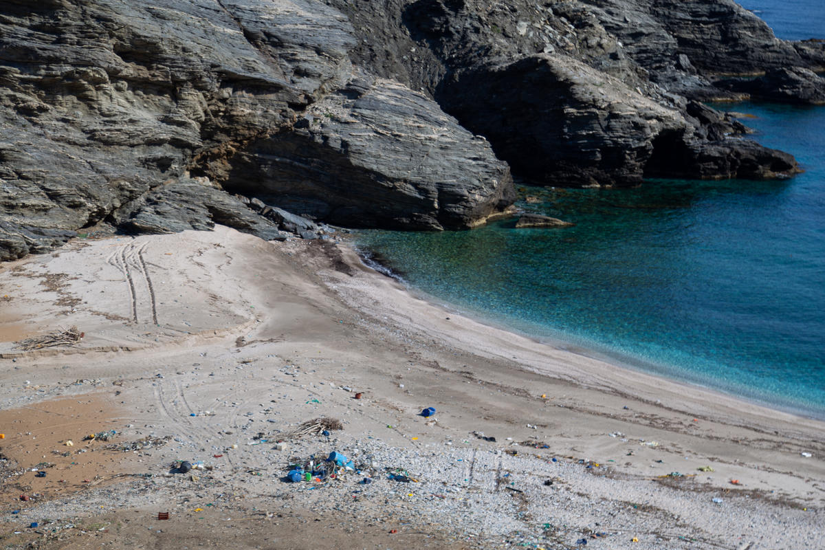 Revisiting Beaches after Clean-up in Greece. © Constantinos Stathias / Greenpeace