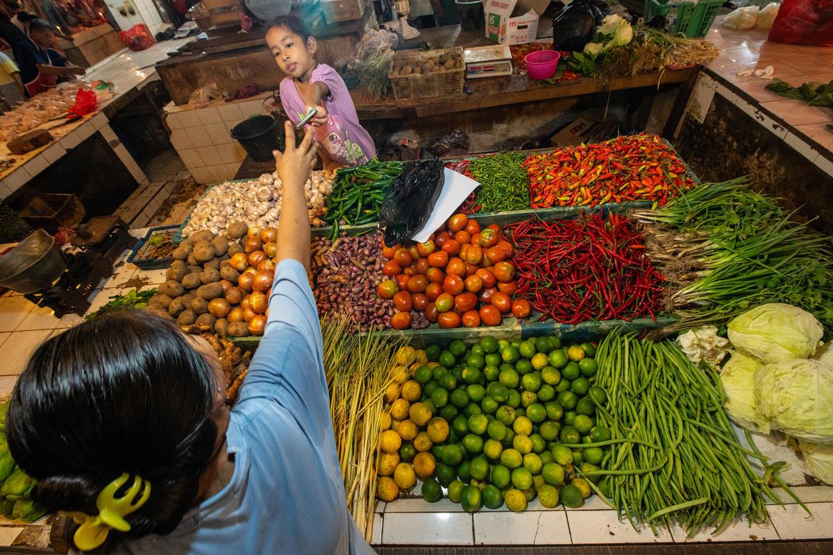 Market stalls in Indonesia. © Jurnasyanto Sukarno / Greenpeace