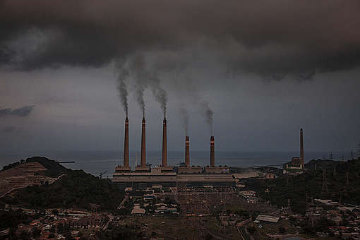 View of Suralaya coal power plant in Cilegon city, Banten Province, Indonesia. © Ulet Ifansasti / Greenpeace