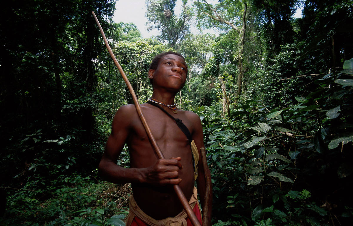 Baka man (pygme tribe) in rainforest of Cameroon. © Steve Morgan / Greenpeace