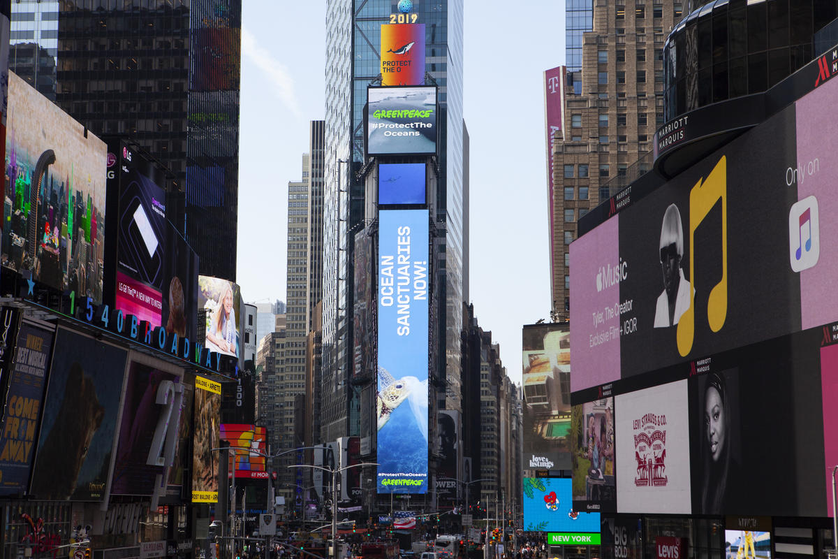 'Oceans Sanctuaries Now!' Electronic Billboards in New York. © Greenpeace