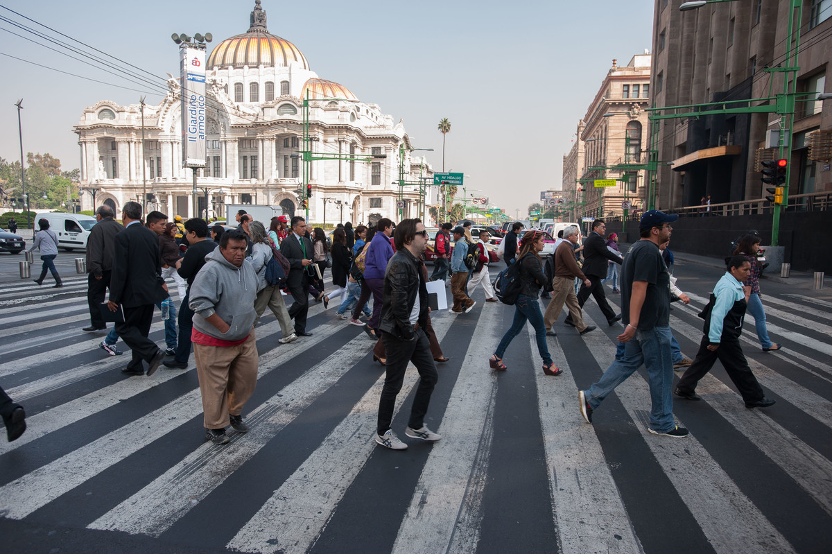 Pedestrians in Mexico City. © Keith Dannemiller / Greenpeace
