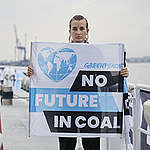 Climate crisis: Greenpeace activists detained, stop coal shipment in Poland