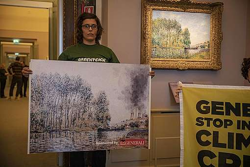 Greenpeace Italy turns exhibition by Generali into climate intervention © Greenpeace / Lorenzo Moscia