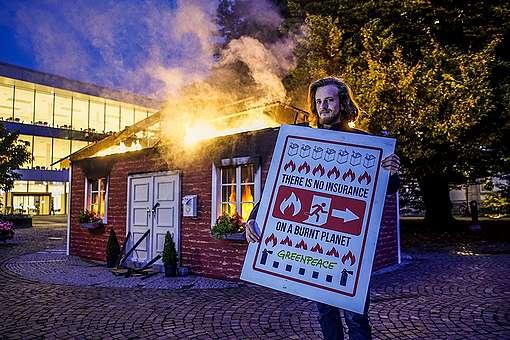 Greenpeace Protest at Reinsurance Meeting in Baden Baden. © Bernd Lauter / Greenpeace