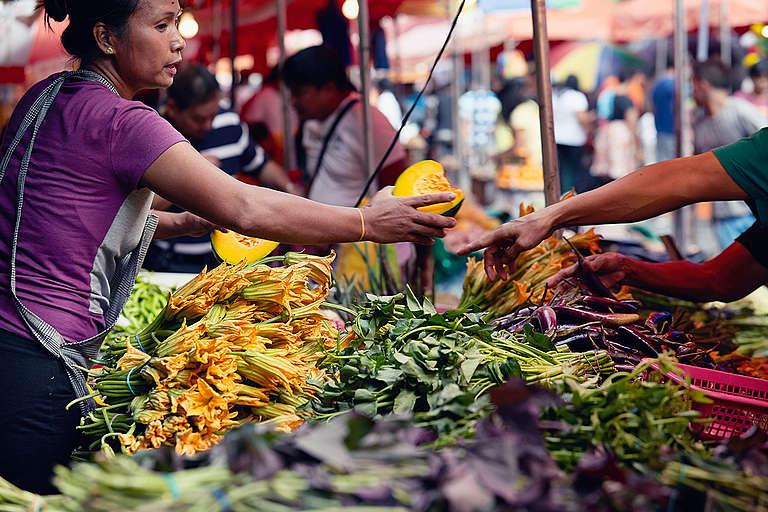 Fruit and Vegetables Stall in Quiapo Market. © Greenpeace / John Novis