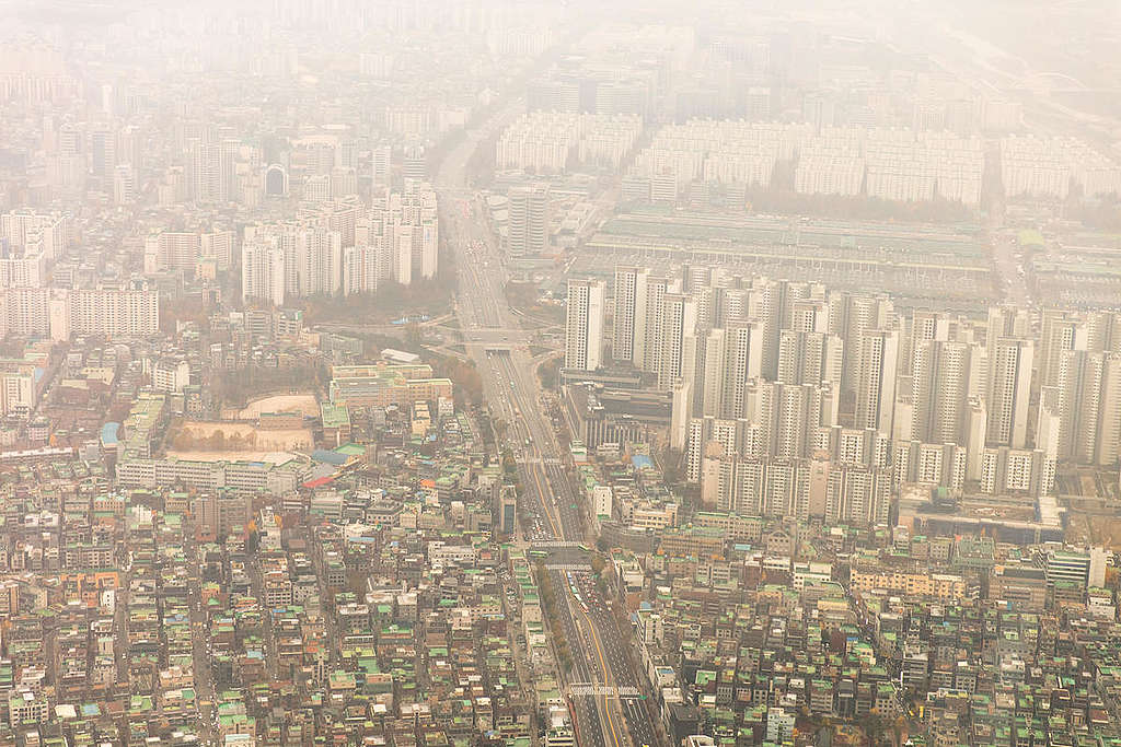 Ultra Fine Dust Pollution at Alarming Levels in Seoul. © Soojung Do / Greenpeace