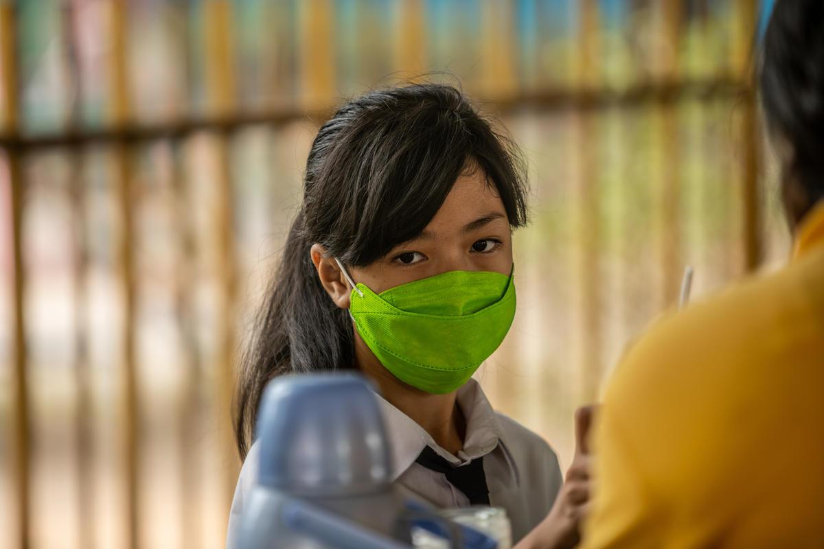 School Children and Haze in Central Kalimantan. © Jurnasyanto Sukarno / Greenpeace