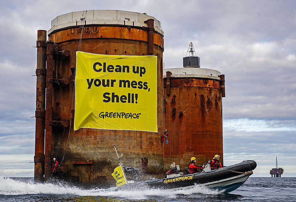 Greenpeace activists board two oil platforms in Shell's Brent field in a peaceful protest. © Marten van Dijl / Greenpeace