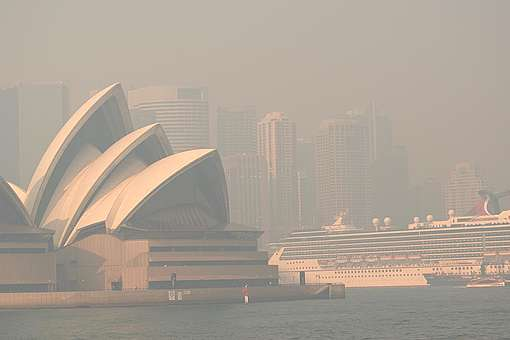 Bushfire Smoke over Sydney Harbour. © Emeran Gainville / Greenpeace