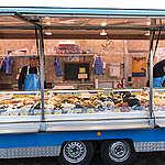 Mussel and Shrimp Buying at Fish Market in Hamburg. © Joerg Modrow / Greenpeace
