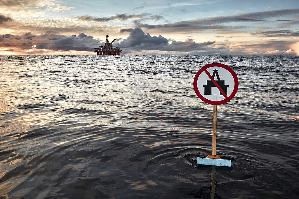 MY Arctic Sunrise at OMV Drilling Platform. © Mitja  Kobal / Greenpeace