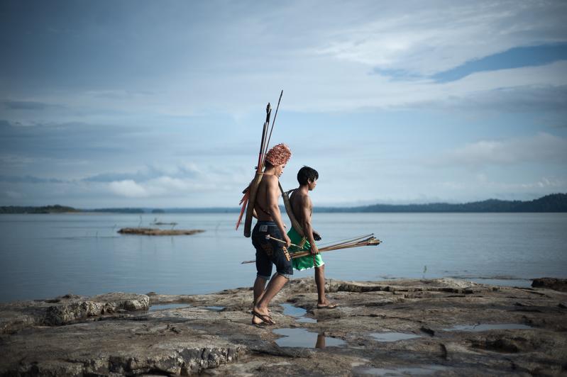 O povo Munduruku habita a Terra Indigena Sawre Muybu, no coracao da Amazonia, ha geracoes. Mas seu modo de vida esta ameacado pelos planos do governo brasileiro de construir um complexo de barragens na bacia do Rio Tapajos. Os Munduruku exigem a demarcacao de seu territorio. Alem de garantir a manutencao do modo de vida deste povo, a demarcacao de Sawre Muybu garante a conservacao de 178 mil hectares de floresta amazonica. The Munduruku people have inhabited the Sawre Muybu in the heart of the Amazon, for generations. The Brazilian government plans to build a series of dams in the Tapajos River basin, which would severely threaten their way of life. The Munduruku demand the demarcation of their territory which would ensures protection from such projects. In addition to preserving their way of life, the demarcation of Sawre Muybu ensures the conservation of 178,000 hectares of Amazonian rainforest. Foto: Anderson Barbosa / Greenpeace