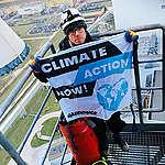 Attivisti di Greenpeace scalano in Polonia la più grande centrale a carbone europea, «Chiediamo responsabilità ai leader globali che si riuniranno per la COP24»