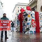 In azione a Milano contro il Black Friday