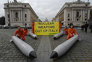 Nuclear Weapons Action in Italy. © Alessandro Vasari