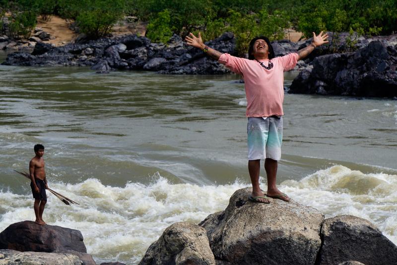 Greenpeace Brasil, Sawré Muybu 11/07/2016Foto:Rogério Assis/GreenpeaceOs Munduruku fazem plaqueamento de auto demarcação da TI Sawré Muybu, na cachoeira Kay, no rio Jamanxim.
