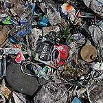 Plastica, Greenpeace: «Positivo ma non risolutivo l'impegno di Unilever»